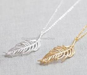 Feather long Necklac..