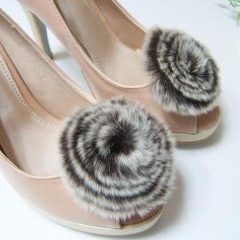 Fur Circle shoe clips